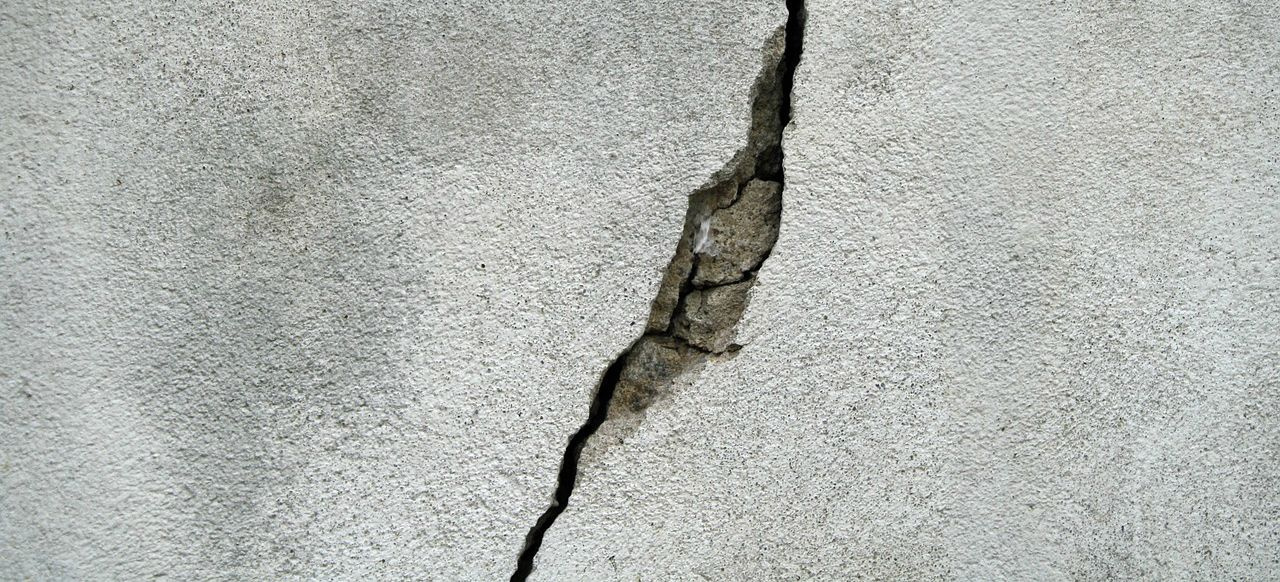 crack in foundation wall